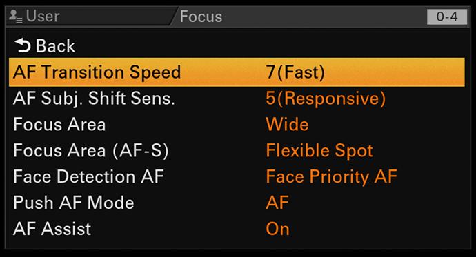 System Fast Hybrid AF z możliwością dostosowania ustawień szybkości przejść AF oraz czułości