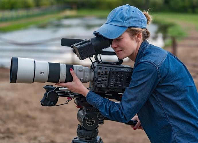Dzięki rejestrowaniu informacji o stabilizacji obrazu można uzyskiwać niezwykle stabilne obrazy nawet podczas filmowania z ręki